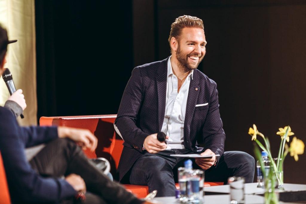Ronny als Moderator in einer TV Show in Wien