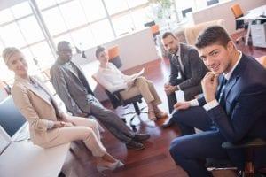 Erfolgreich Netzwerken_Kollegen Arbeiten Zusammen